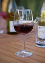 Un vaso de vino tinto