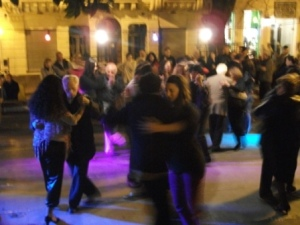 buenos-aires-tango-in-street.JPG