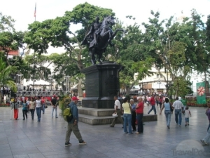caracas-plaza-bolivar.jpg