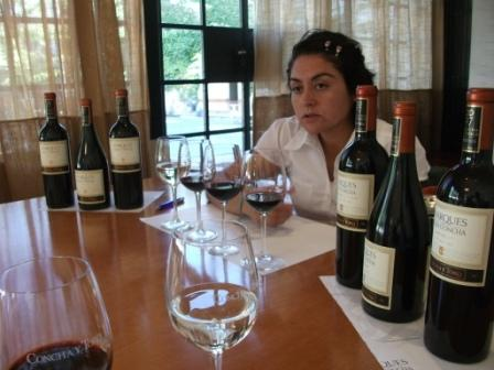 chile-concha-y-toro-wine-lady.JPG