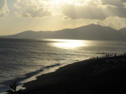 Lazarote-sea&mountain-view