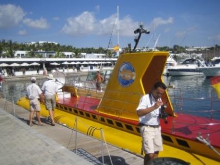 Lanzarote-yellow-submarine