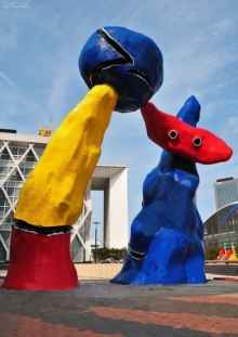 la defense  - sculpture by Miro