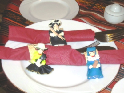 ecuadorian-lady-napkin-holders