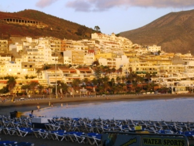Tenerife-los-cristianos-playa-de-las-vistas.jpg