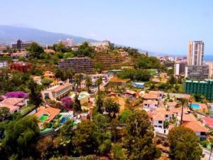 tenerife-puerto-cruz-colourful-buildings.jpg