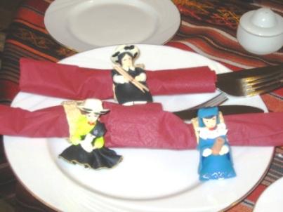 ecuadorian-lady-napkin-holders