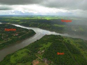 Paraguay-bordering-Brazil-Argentina.jpg
