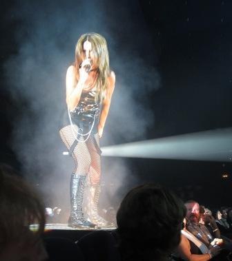 Tenerife-hotel-cleopatra-staff-show-singer.jpg